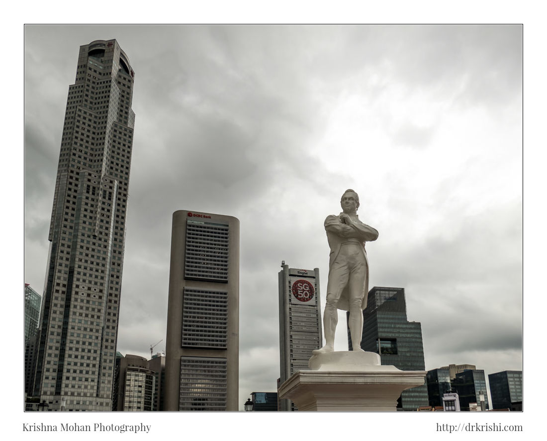 Statue of Singapore founder Stamford Raffles