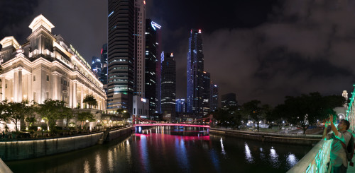 Panorama of Fullerton Hotel and Cavenagh Bridge from Anderson Bridge